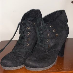 WOMANS SIZE 10 BOOTIES/ANKLE BOOTS